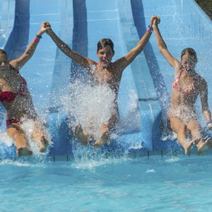 2 Tickets to Choice of 10 Water Parks with 2 Nights� Hotel Accommodations