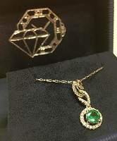 18K White Gold Pendant with Round Emerald
